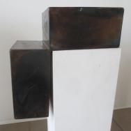 Würfelspaltung 3-10, 2010. Eisen brüniert, 30 x 30 x 20 cm.
