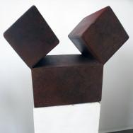 Würfelspaltung 4-10, 2010. Eisen brüniert, 33 x 33 x 20 cm.